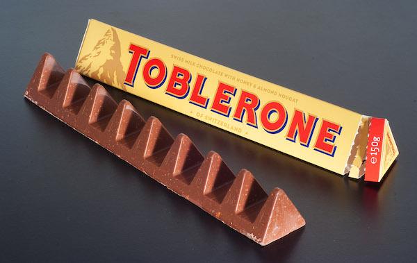 スイス観光お土産チョコレートブランド トブラローネ